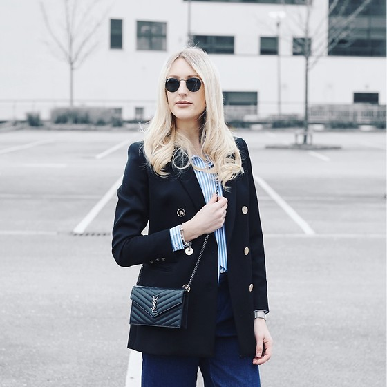 Charlotte Buttrick Lewis -  - Tailored blazer and YSL bag
