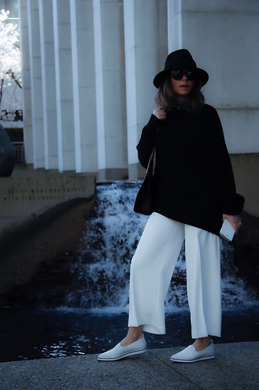 Aurela Lacaj - Zara Pant, Aritzia Sweater, Gucci Bag - Black abd white !