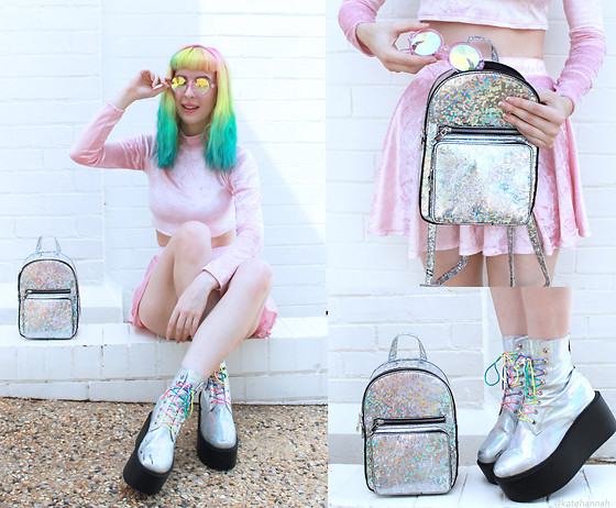 Kate Hannah - Current Mood Iridescent Backpack, Minga London Pink Velvet Co Ord Set, H0les Eyewear Classic Glasses (Pink), Unif Gamma Ray Platform Boots - Pink Velvet + Holographic