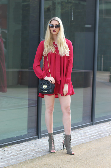 Laura Rogan - In The Style Dress, Moschino Bag, Ego Shoes - Scarlet