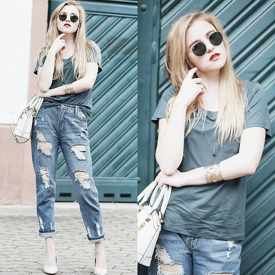 Nicola Marleen - Ray Ban Sunnies, Funktionschnitt Shirt, Sassy Classy Jeans, Mango Shoes - Dark Green
