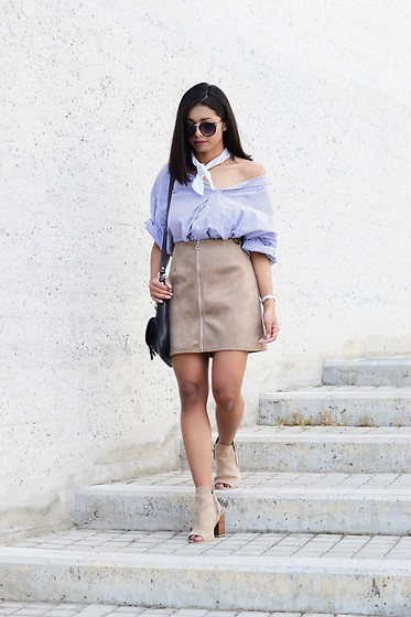 Konstantina Antoniadou - Missguided Suede Skirt, Missguided Suede Ankle Boots - BLOGGED! 70's vibe suede