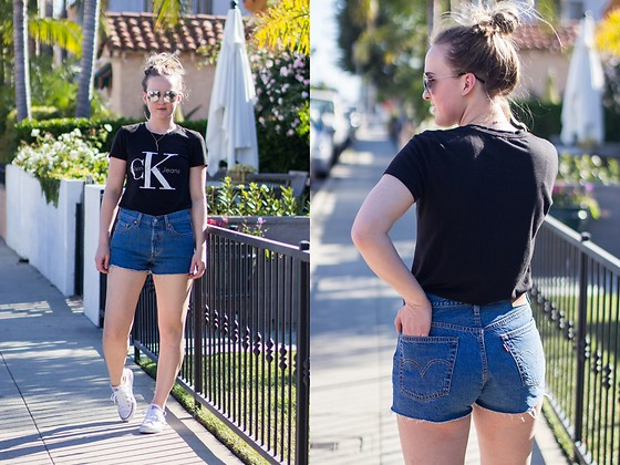 Jenaly Enns - Calvin Klein Logo Cotton T Shirt, Levi's® Cut Off Levi's Shorts, Converse Chuck Taylor All Stars - Calvin Klein and Levi's - California Travel Style