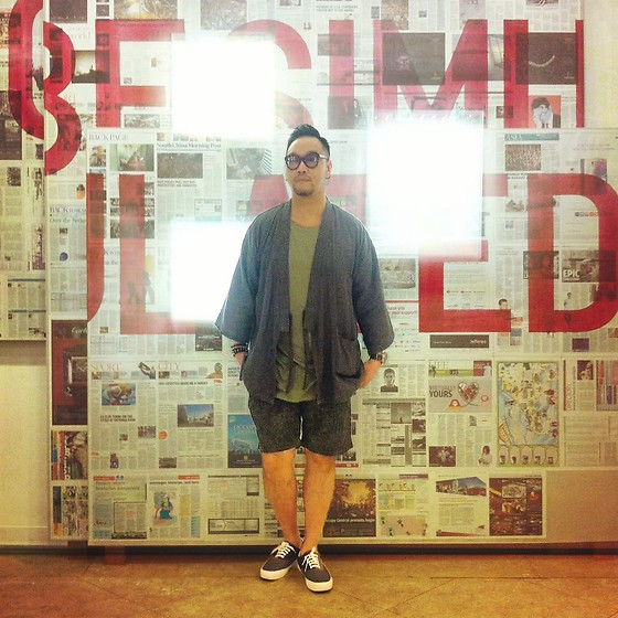 Mannix Lo - Online Shop Kimono, H&M Tee, Uniqlo Patterned Short, Global Work Sneakers - Stylish Yet Comfy