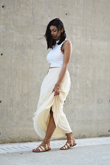 Konstantina Antoniadou - Missguided Crop Top, Tfnc London Tulle Maxi Skirt - Blogged! Summer vibes