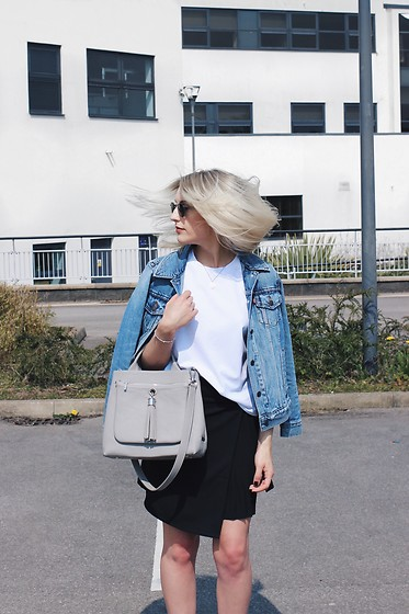 Charlotte Buttrick Lewis - Levis Denim Jacket - Levis denim jacket