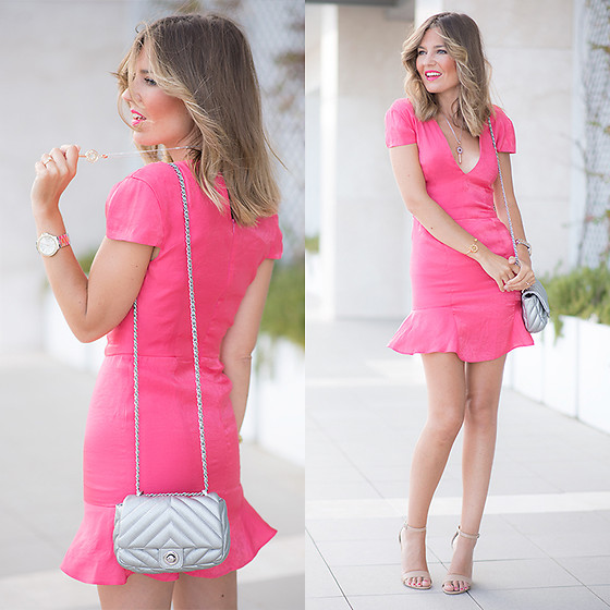 Helena Cueva - Wolflamb Pink Dress, Pippa&Jeans Necklace - Sexy Pink
