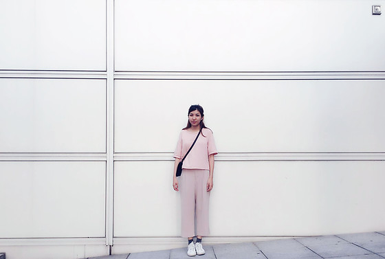 J L - Nike Sneakers, Uniqlo Pants, Cotton Tee, &Otherstories Leather Bag - D U S T Y P I N K H U E