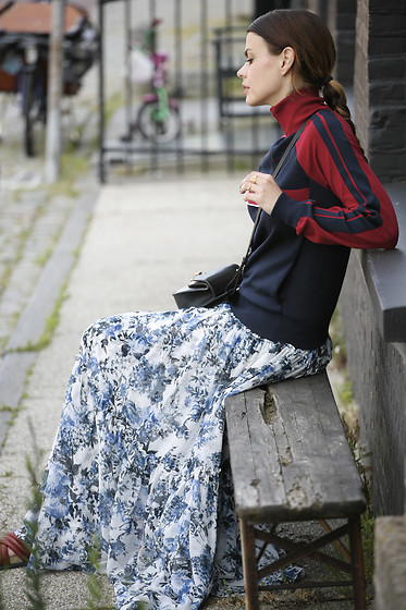 Iris . - Chloé Sweater, Erdem Skirt, Chloé Bag - CLASHING