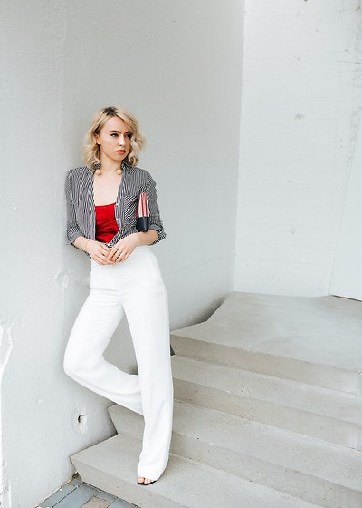 Jessica Luxe - Striped Top, Red Top, White Trousers - How to Wear White Trousers