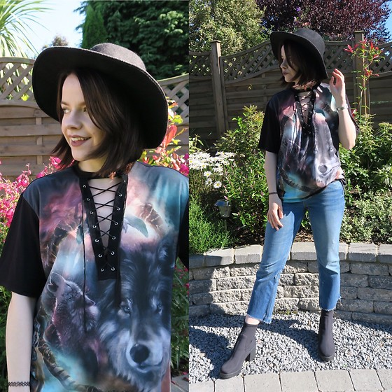 Natasha Hide - Wolf Peint T Shirt, Zara Boot Cut Jeans, Topshop Sock Boots - Wolfing around.