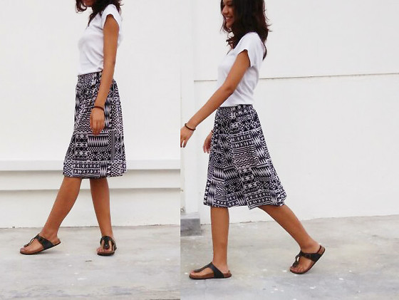 Shanaz AL - Abstract Culottes, White Tee, Birkenstock Style Flats - Sides Of Me