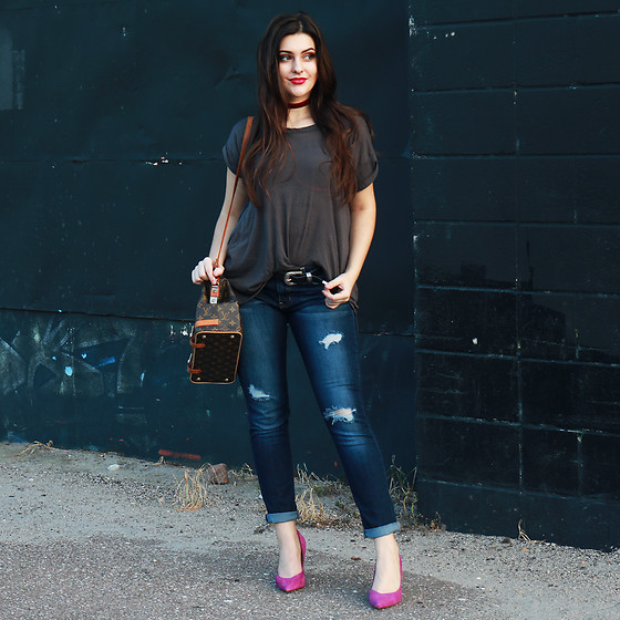 Carly Maddox - Kersh Gray Oversized Fit Tee, Banana Republic Magenta Pointed Toe Heel - Casual With A Pop of Color