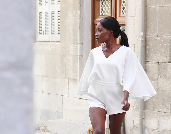 Rachel O. - Chic Wish Cape Sleeves - White Hot August | Why I'm glad summer is (nearly) over.