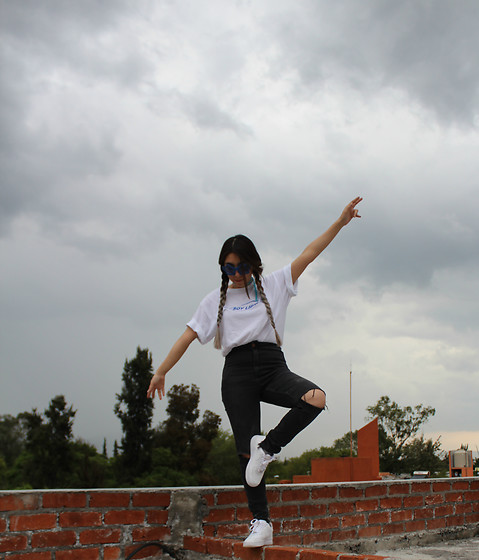 Karen Cardiel - Im Free White Tshirt, H&M High Waisted Jeans, Nike Air Force White Sneakers - IM FREE!!!