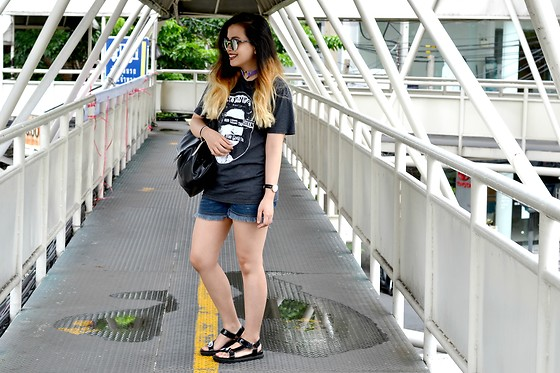 GaiL J -  - Casual in Bangkok