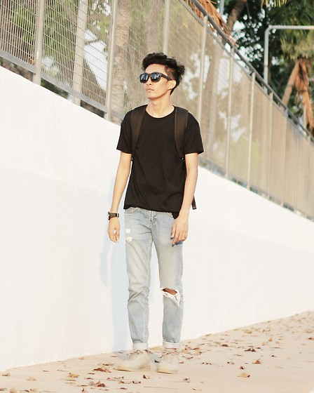 John Castillo - Penshoppe Black T Shirt, Oxygen Clothing Eyewear, Guess? Watch, Oxygen Clothing Backpack, Bench Ripped Jeans, Human Shoes - Street Cred