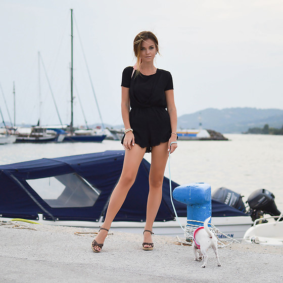 Tamara Bellis - Cndfashion Black Jumpsuit, H&M Cotton T Shirt - Sea Evening