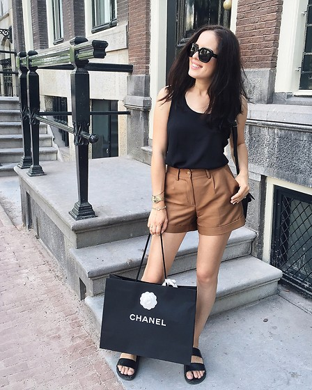 The Day Dreamings - Chanel Shoes, Zara Sandals, Mango Top, Triwa Sunglasses, H&M Shorts - Shopping time in Amsterdam