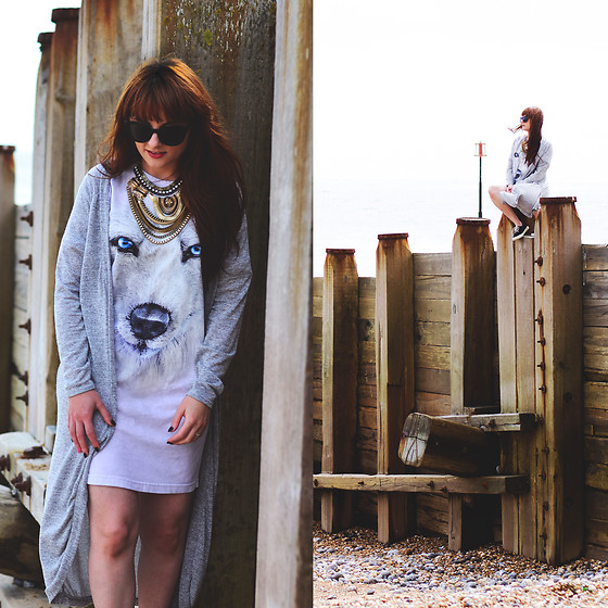 Wioletta M - The Mountain T Shirt Dress - The Town Of Eastbourne & Oversized T-shirt