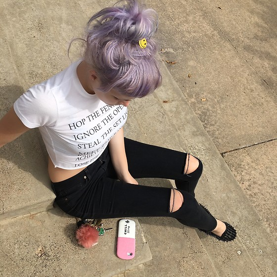FlowerThief 🦋 - Declared Festival Tee, Uniquely Me Skinny Jeans, Unif Loafers, Valfré Phone Case - BASICS