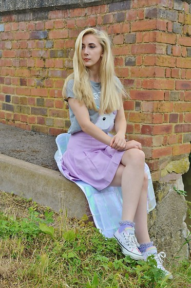 Isobel Thomas - Dresslink Skirt, Primark Unicorn Tee, Missguided Holographic Rain Coat, Bank Converse - Part Time Unicorn