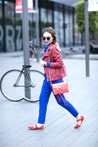 Ala Anigacz - Rebecca Minkoff Bag, H&M Suede Flats - STREET STYLE: Rebecca Minkoff coral bag & cobalt suit