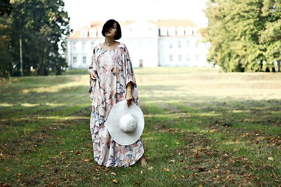 Ewa Macherowska - Sheinside Dress, H&M Hat, Stradivarius Choker - Shein dress