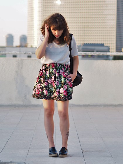Fashionella ♥ - Forever 21 Floral Skirt - Garage sale