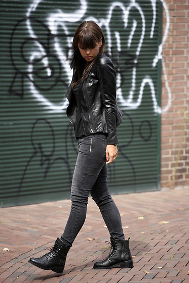 Iris . - Five Units Jeans, Nubikk Boots, Jacket - ALL BLACK