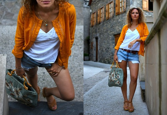 Mathilde Rockmycasbah -  - The yellow shirt