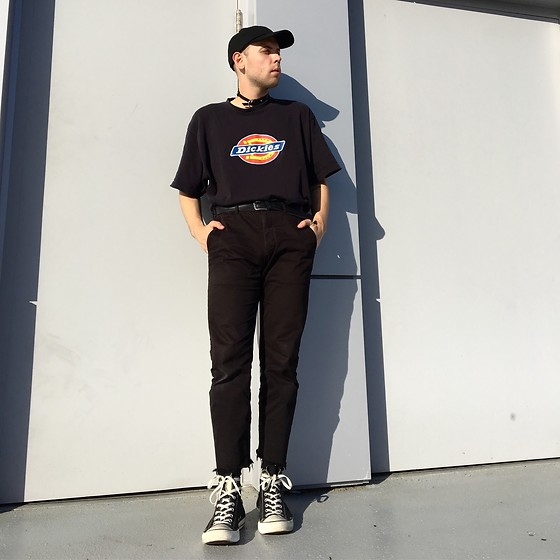 Marshall Heritage - Unif Choker, Dickies Vintage Tee, Uniqlo Cropped Chino, Converse Chuck Taylor Hi Top - @_@