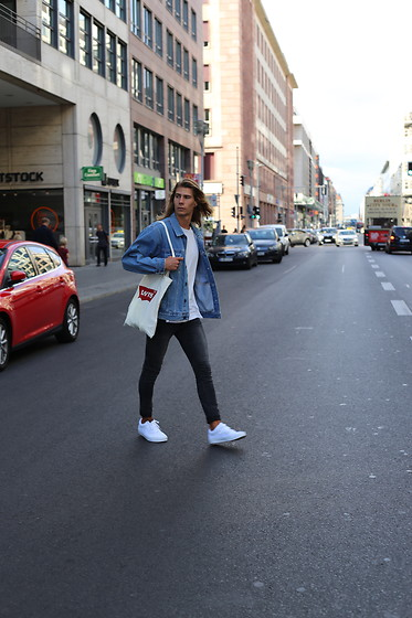 Richy Koll - Vans Sneakers, Cheap Monday Jeans, Levi's® Baggy, H&M T Shirt, Levi's® Jeansjacket - Streets of Berlin