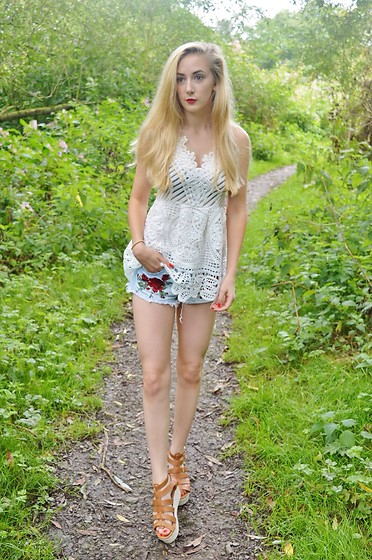 Isobel Thomas - Zaful White Lace Top, H&M Embroidered Shorts, Hidden Fashion Sandals - Finding Yourself...