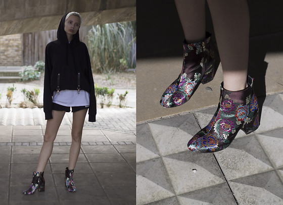 Magdalena M - Gucewicz Hoodie, Ego Boots - Gucewicz hoodie