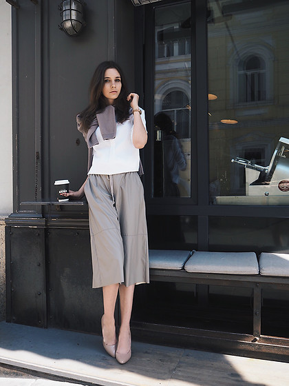 Anna Brain - Peserico Blouse, Peserico Pants, Peserico Sweater, Komono Watch - COFFEE TO GO