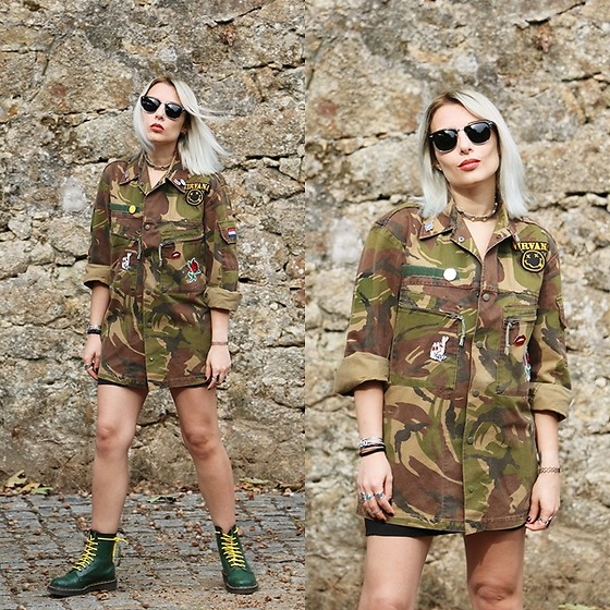 Cátia Gonçalves - Vintage Jacket Customize By Me, Dr. Martens Docs - It's hard to believe That there's nobody out there