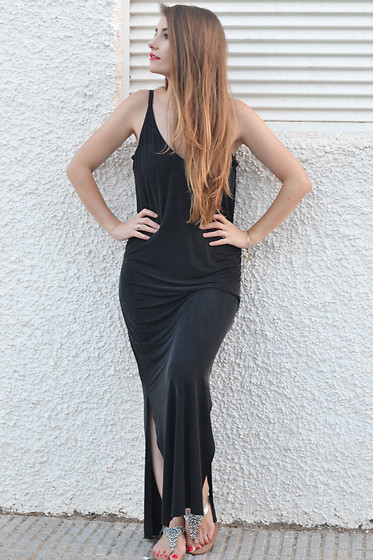 Lara Siles - Warehouse Dress - THE BLACK DRESS