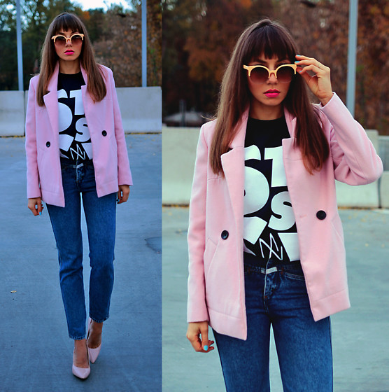 Jointy&Croissanty © - Stussy Tee - Powder pink coat and mom jeans