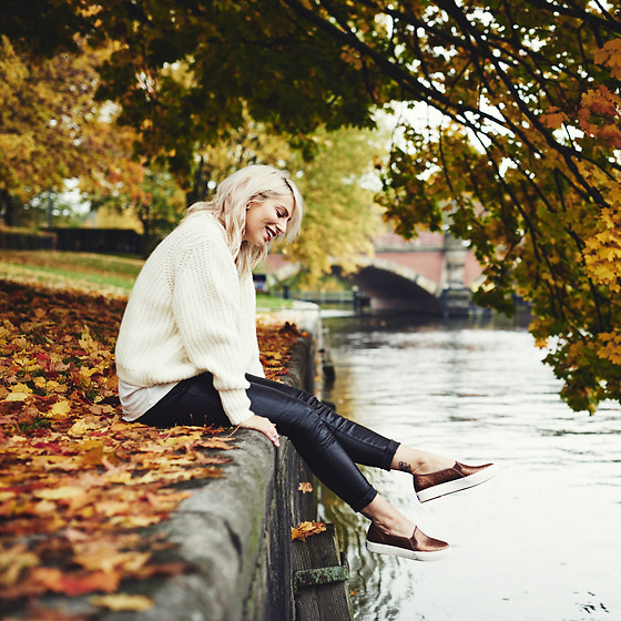 Masha Sedgwick - Keds Shoes - Fall at the River