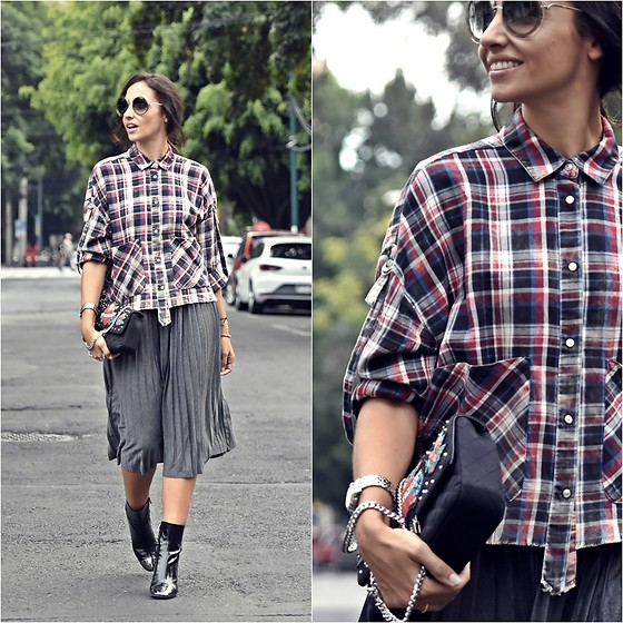 Silvia Rodriguez - Chloé Eyewear, Zara Shirt, Zara Bag, Zara Booties - PLEATED SKIRT
