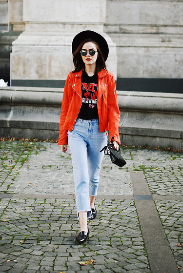 Andreea Birsan - Printted T Shirt, Orange Leather Jacket, Step Hemmed Light Wash Mom Jeans, Pointy Toe Loafers, Piper S Crossbody Bag, Black Fedora Hat, Mirrored Sungalsses - Orange leather jacket & step hemmed mom jeans II