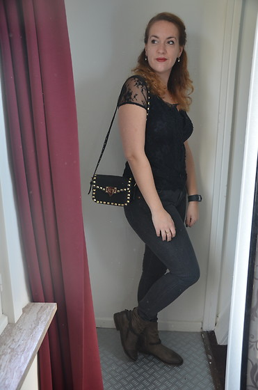 Sarah M - Mais Il Est Ou Le Soleil Top, Aliexpress Bag, Lee Jeans, Spm Boots - Halloween Black