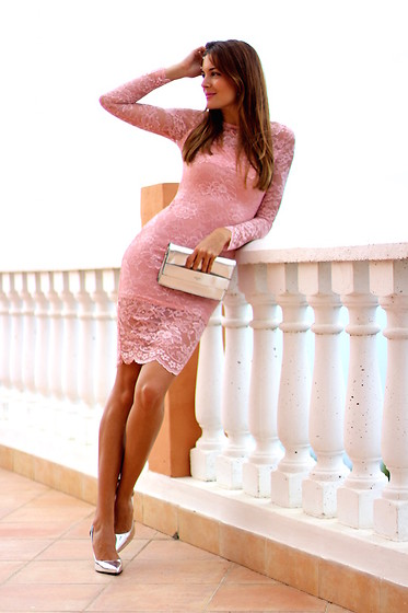 Marianela Yanes - Sheinside Dress, Guess Clutch, Bershka Heels - PINK LACE DRESS