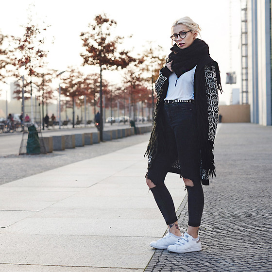 Masha Sedgwick - Adidas Sneakers, Topshop Jeans - High Cuddle Fashion