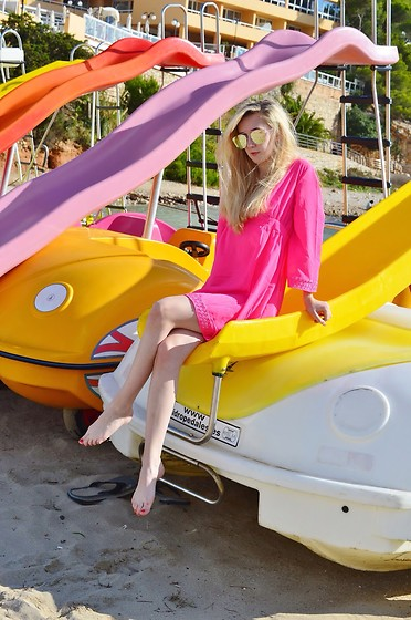 Isobel Thomas - Kaftan - Slide Boats In Ibiza