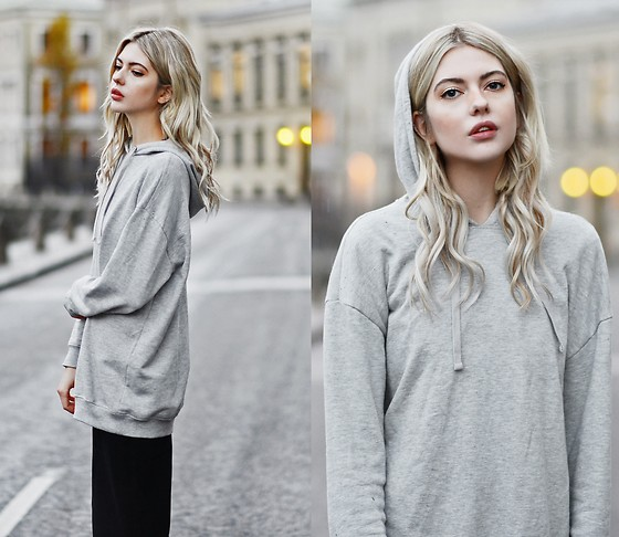 Ebba Zingmark - Rapunzel Clip On Hair Set, Asos Hoodie, Monki Pants - IT'S MAGIC