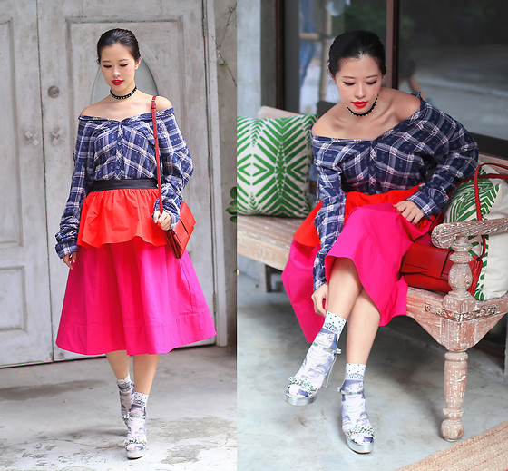 Mayo Wo - Tuscans Bow Bag, Cotton On Shirt, Isa Arfen Tiered Skirt, Calzedonia Cat Socks - Bf shirt as off shoulder top