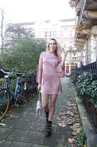 Sonja Kovac - Valmuer Dress, Givenchy Boots, Valentino Bag - PINK ME UP | AMSTERDAM