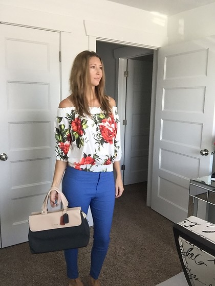 Cindy Batchelor - Amazon Blue Jeggings, Amazon Floral Off The Shoulder Top - Floral off the shoulder Top and blue Jeggings